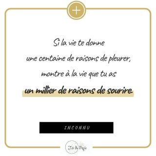 ✨ Concentre-toi sur ce qui te donne le sourire . Même si tu as l'impression que la terre deraille, il y a tellement d'autres choses qui te prouvent que la vie est belle ! . . . . #citation #citationpositive #citationdujour #citationdelasemaine #lavieestbelle #sourire #garderlesourire #penseepositive #optimisme #etreoptimiste #resterpositive #etrepositive #psychologiepositive #jaidupeps